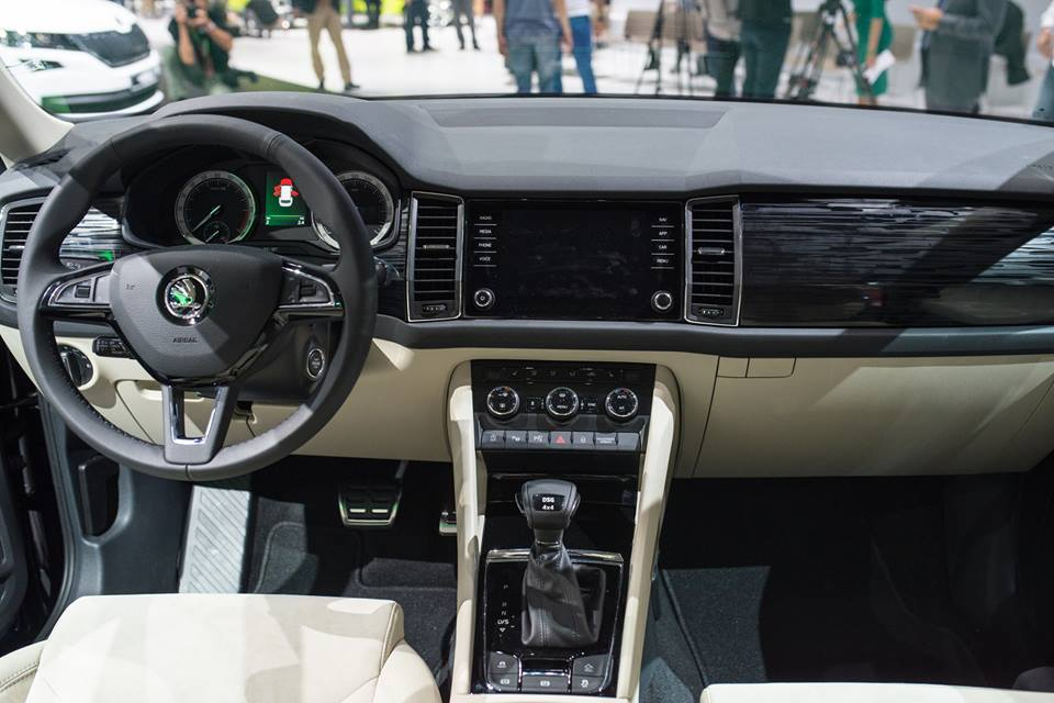 skoda-kodiaq-dashboard-unveiled-in-paris
