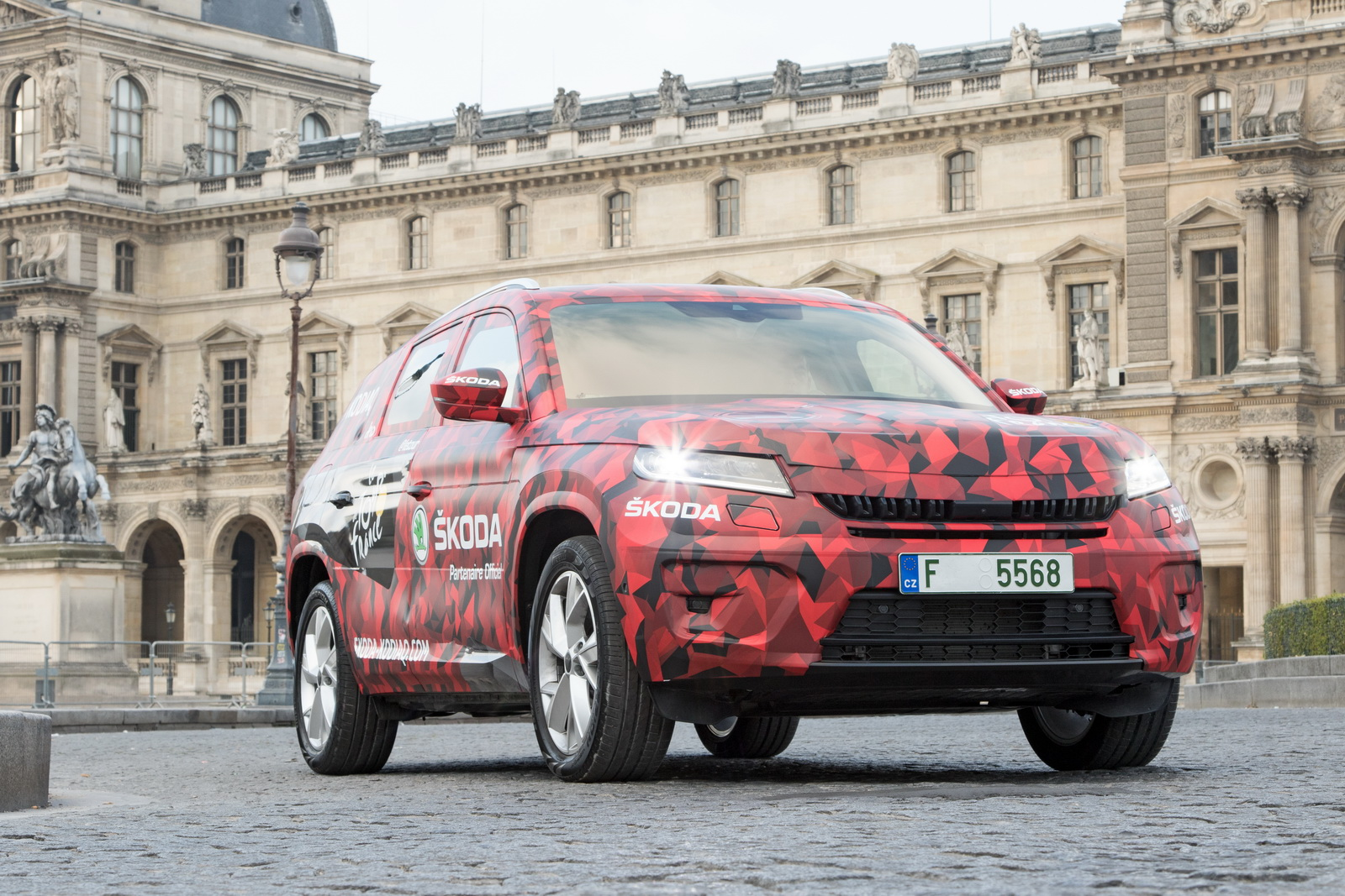 2017-skoda-kodiaq-tour-de-france-paris-15