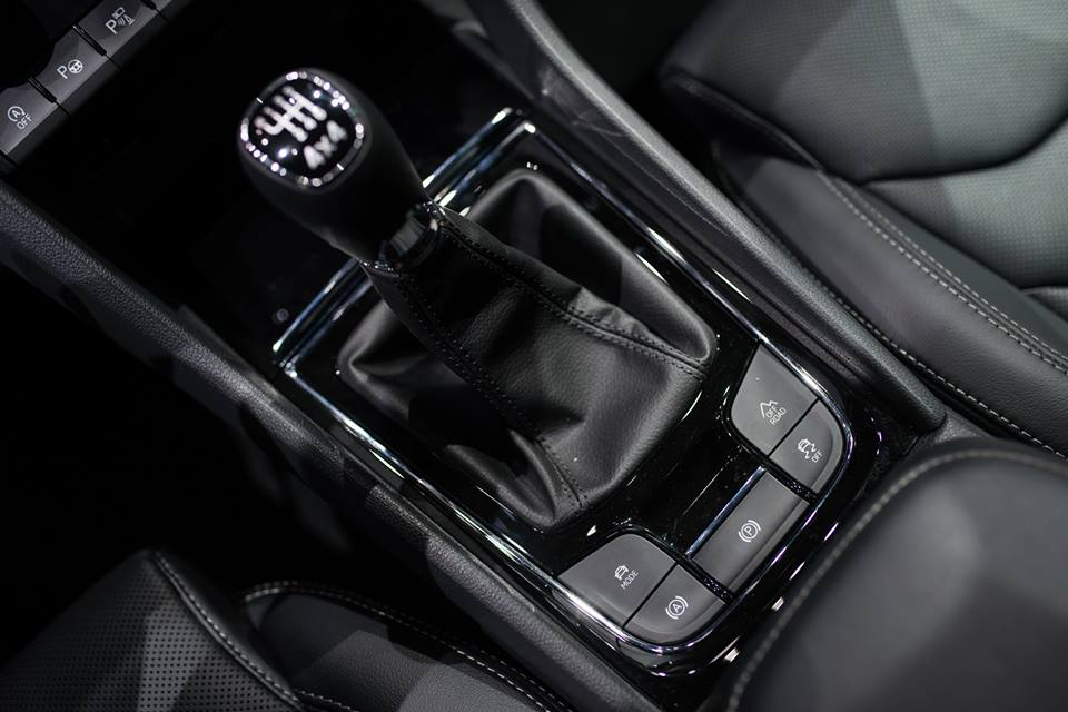 skoda-kodiaq-floor-console-unveiled-in-paris